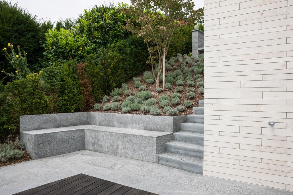 terrassenanlage mit pool am hang terrassen g rten best ndig natursteinarbeiten. Black Bedroom Furniture Sets. Home Design Ideas