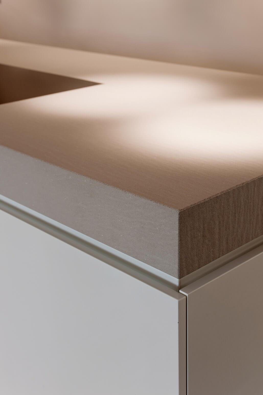 offene k che mit kochinsel und integriertem esstisch k chen funktional natursteinarbeiten. Black Bedroom Furniture Sets. Home Design Ideas
