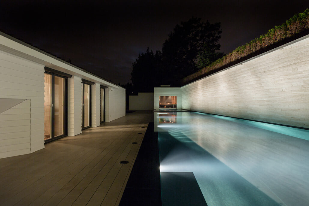aussenpool mit whirlpool sauna wellness spa sinnlich natursteinarbeiten. Black Bedroom Furniture Sets. Home Design Ideas