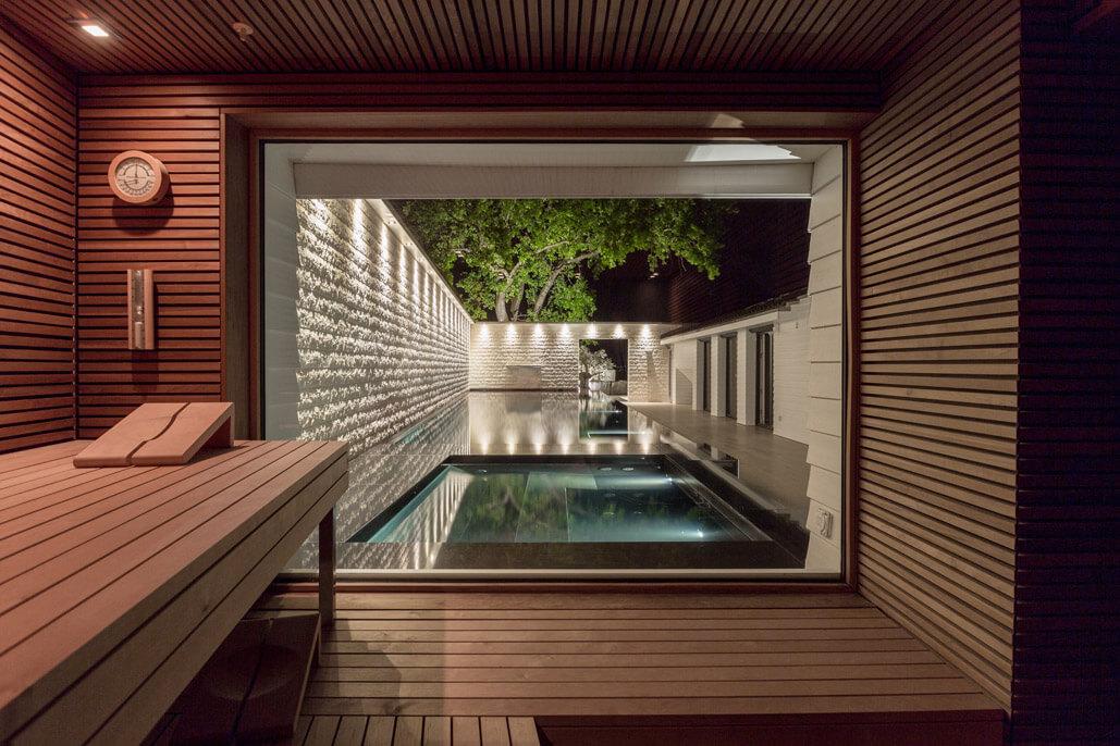 Aussenpool mit whirlpool sauna wellness spa sinnlich natursteinarbeiten - Sauna whirlpool ...